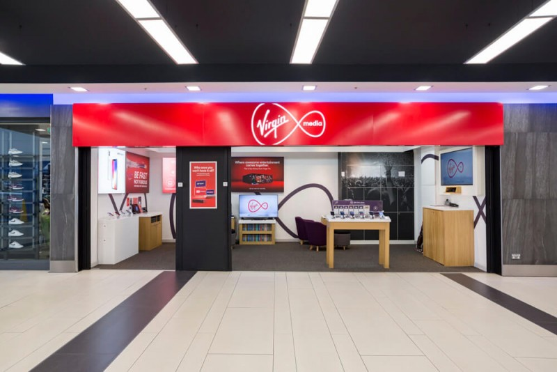 retail store opening photography Toby Smedley architectural photographer Virgin Media shopping mall.1
